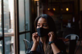 Women in face mask